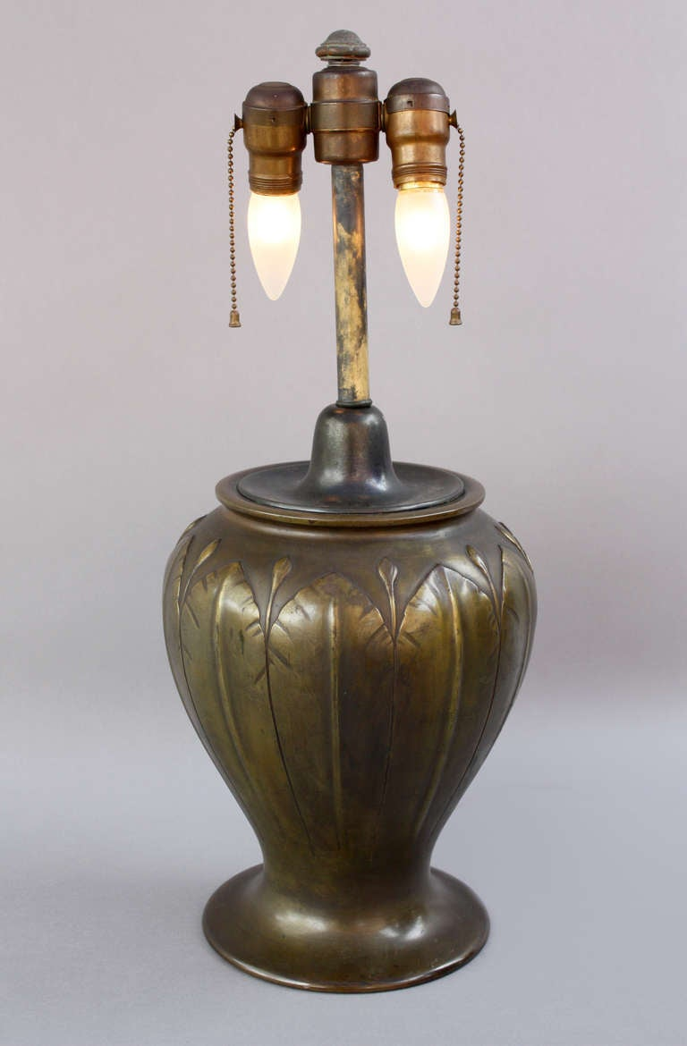 Elegant 1910 Arts And Craft Lamp In Good Condition For Sale In Pasadena, CA