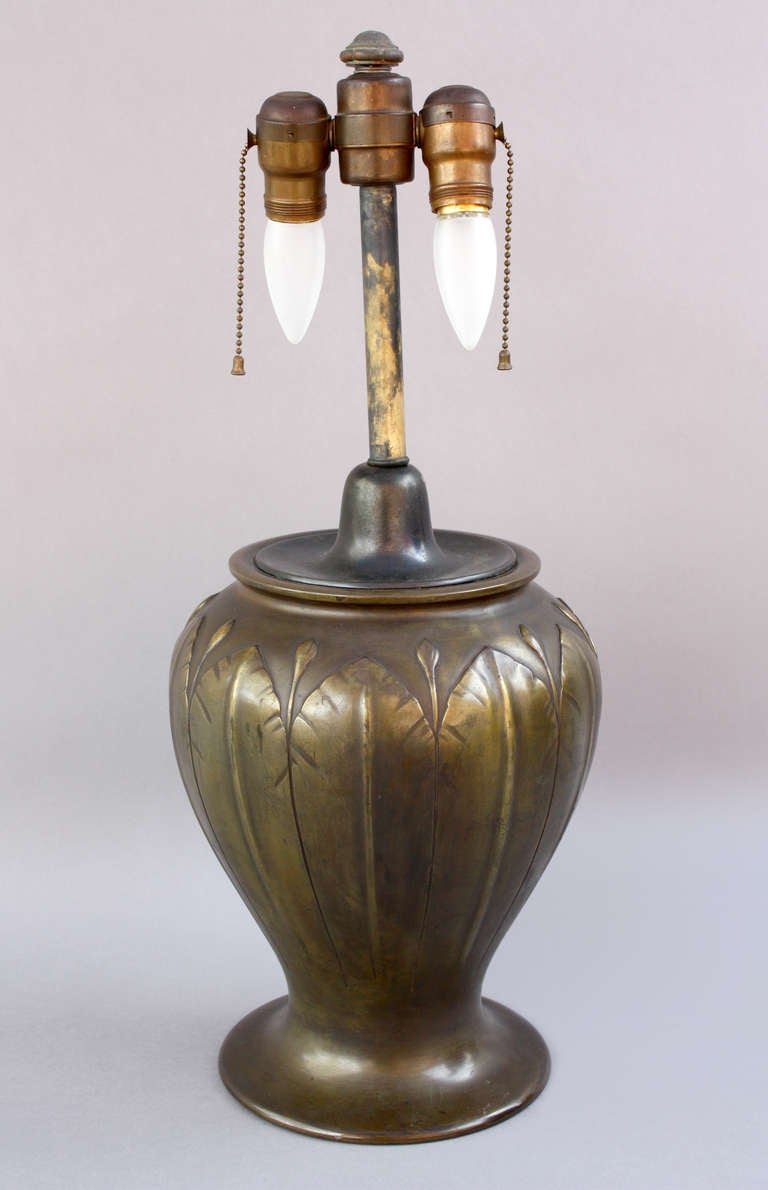 20th Century Elegant 1910 Arts And Craft Lamp For Sale