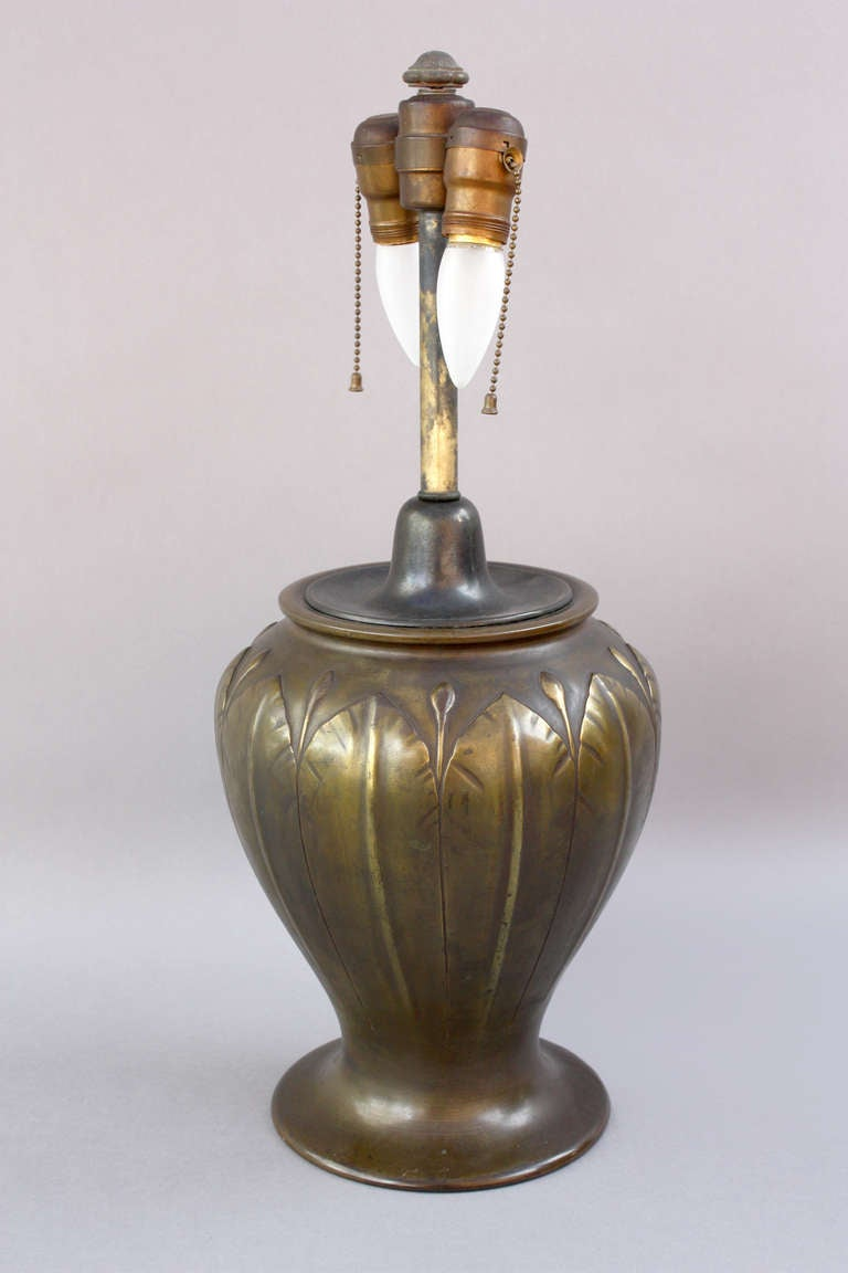 Mica Elegant 1910 Arts And Craft Lamp For Sale