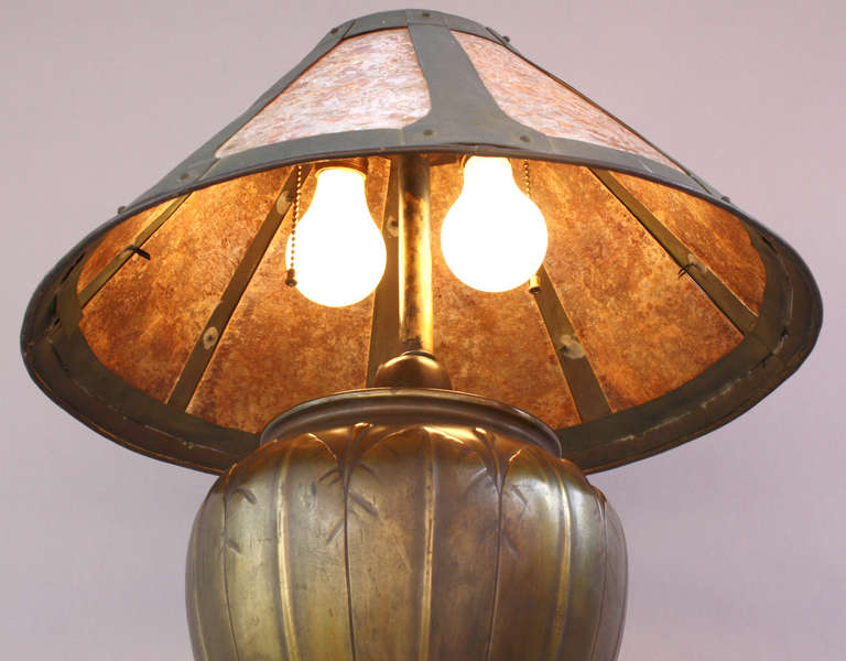 Elegant 1910 Arts And Craft Lamp For Sale 2