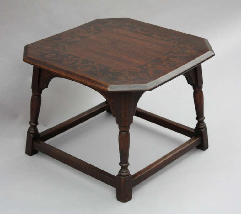 1920 39 s oak pyro side table at 1stdibs for Table no border