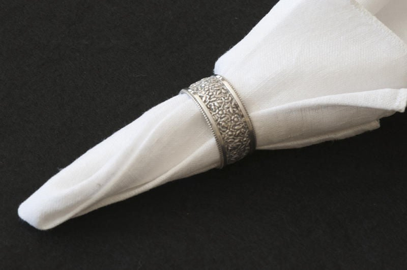 A Selection of Six Silver Victorian Napkin Rings In Excellent Condition For Sale In Stamford, CT