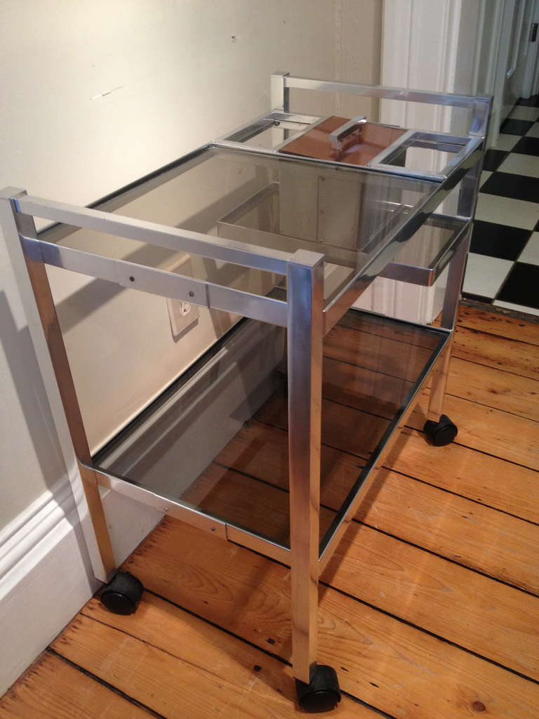 Mid-Century English Cocktail Trolley in Chrome and Smoked Glass In Good Condition For Sale In Woodbury, CT