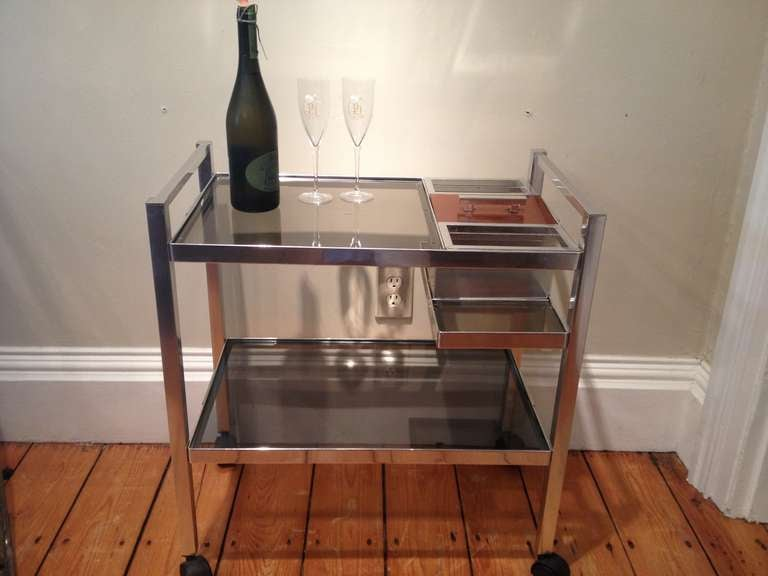 Mid-Century Modern Mid-Century English Cocktail Trolley in Chrome and Smoked Glass For Sale