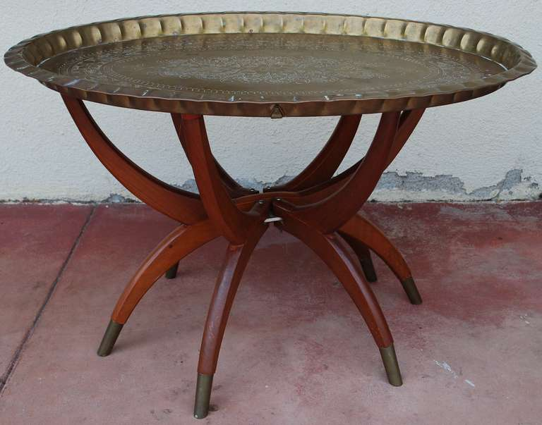 Mid century oval brass tray coffee table moroccan at 1stdibs Moroccan coffee tables