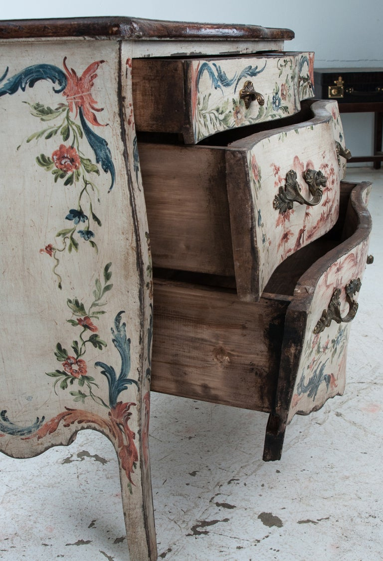 Italian 19th Century Painted Bombe Chest For Sale 4