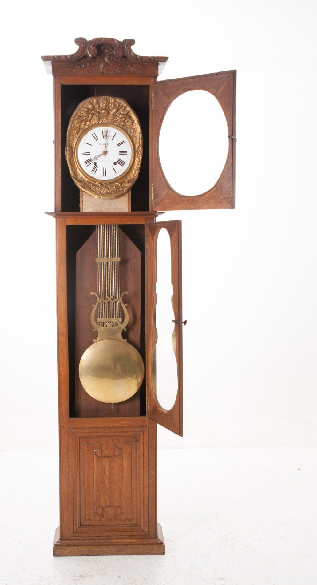 Outstanding French case clock in solid oak. This stunning case clock would add beauty to any room! Please see photos for more detail, circa 1880s The fine clock has all it's working parts, is cleaned and in working order.