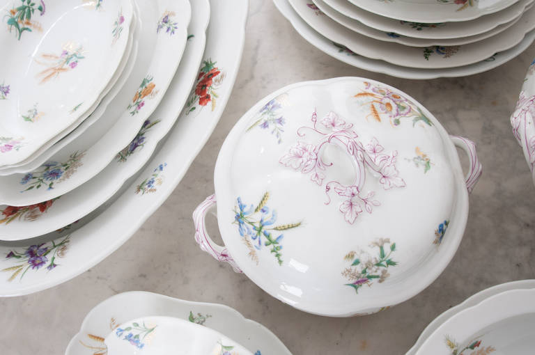 French 19th Century Floral 102 Piece Dinner Service 8