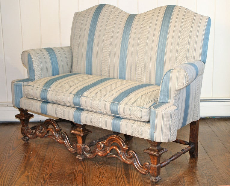 Hand-Carved William and Mary Dutch Baroque Settee For Sale