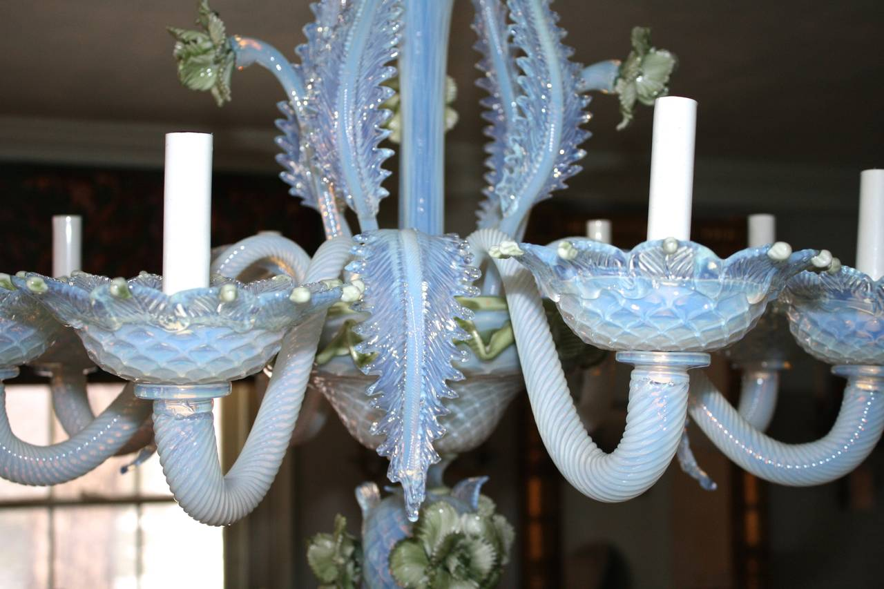 19th Century Murano Glass 'Ciocca' Chandelier In Excellent Condition For Sale In Woodbury, CT