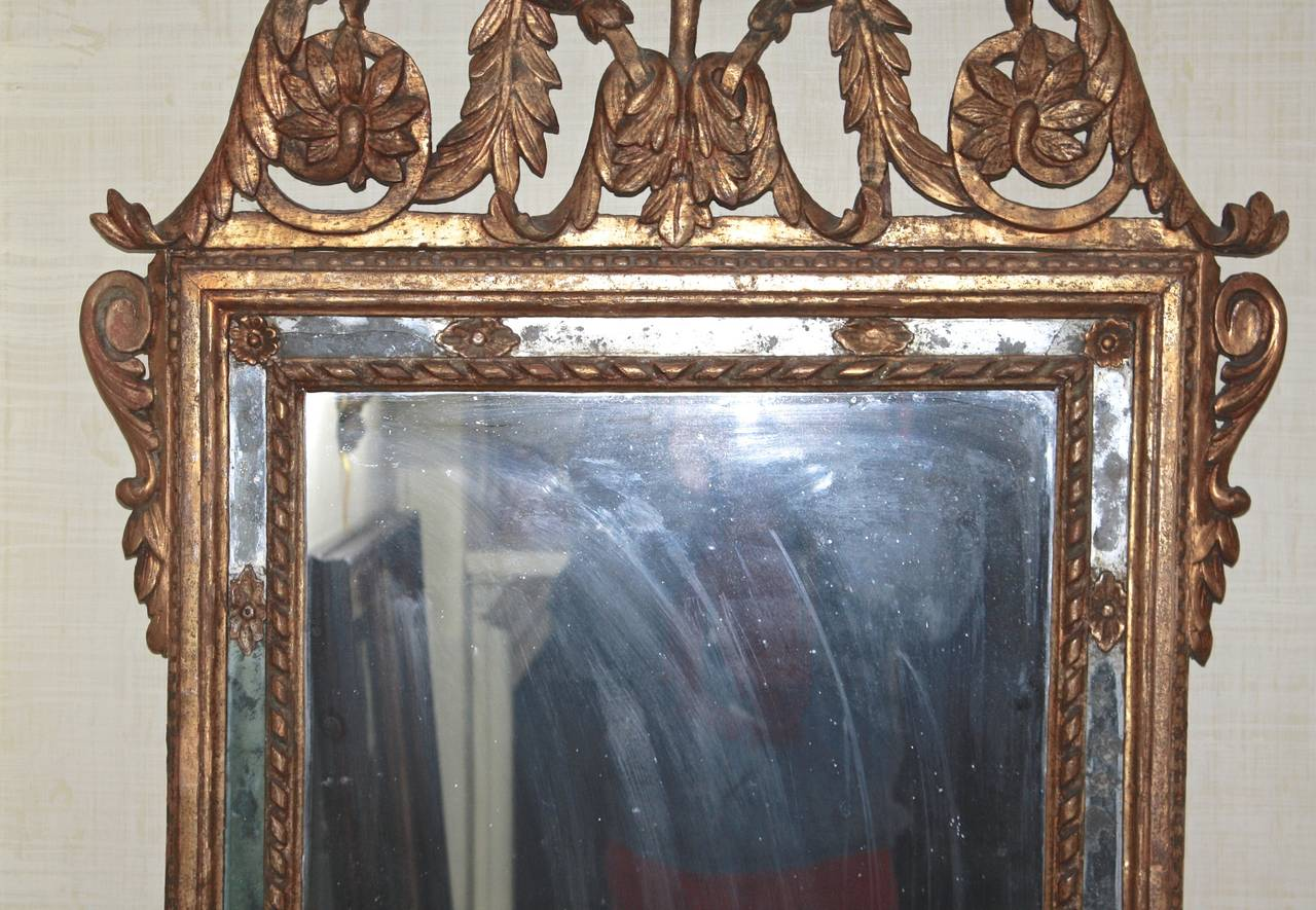 Hand-Carved Italian Neoclassical Carved Giltwood Mirror For Sale