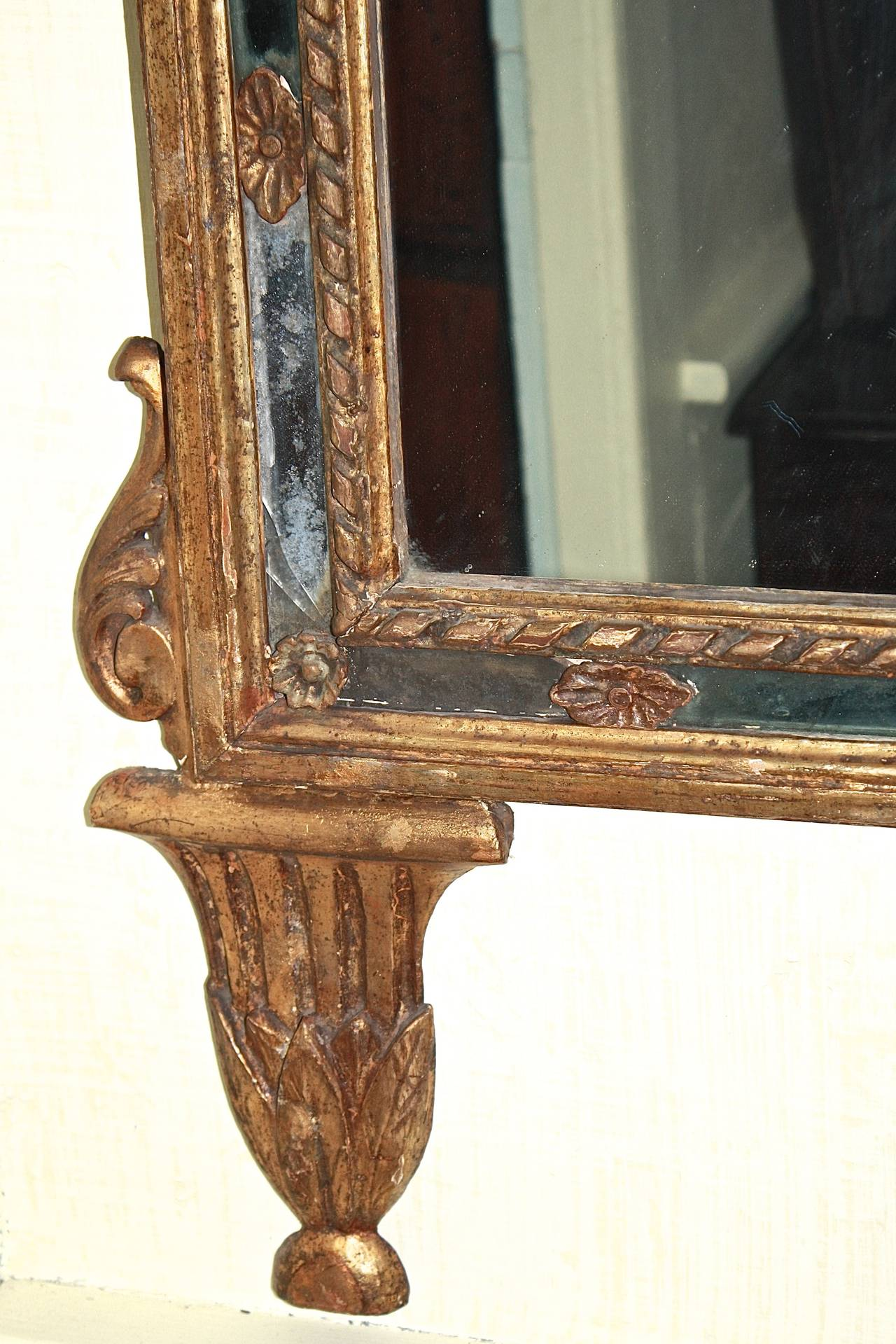 Late 18th Century Italian Neoclassical Carved Giltwood Mirror For Sale