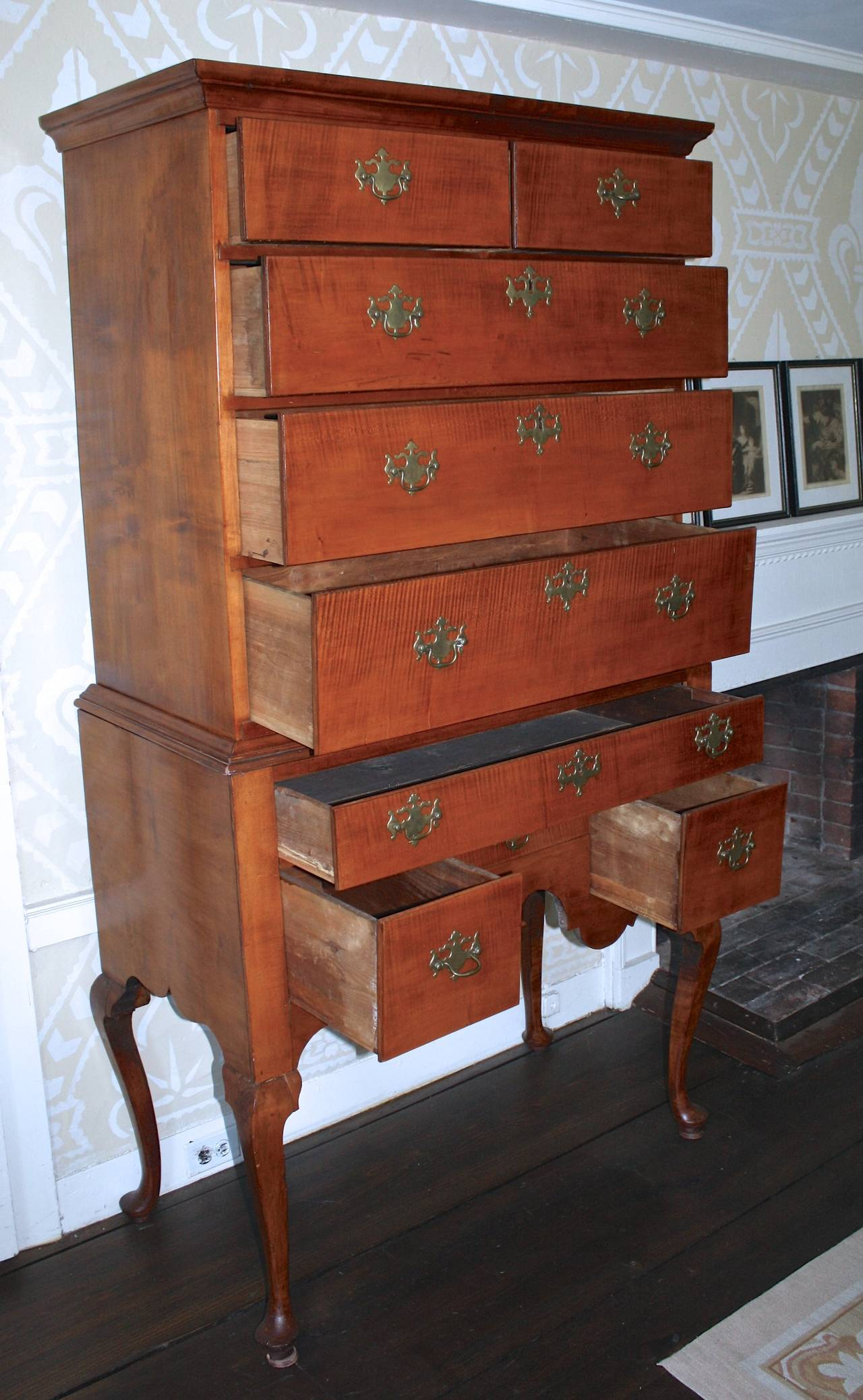 American Newport Queen Anne Tiger Maple Highboy - Christopher Townsend Shop For Sale