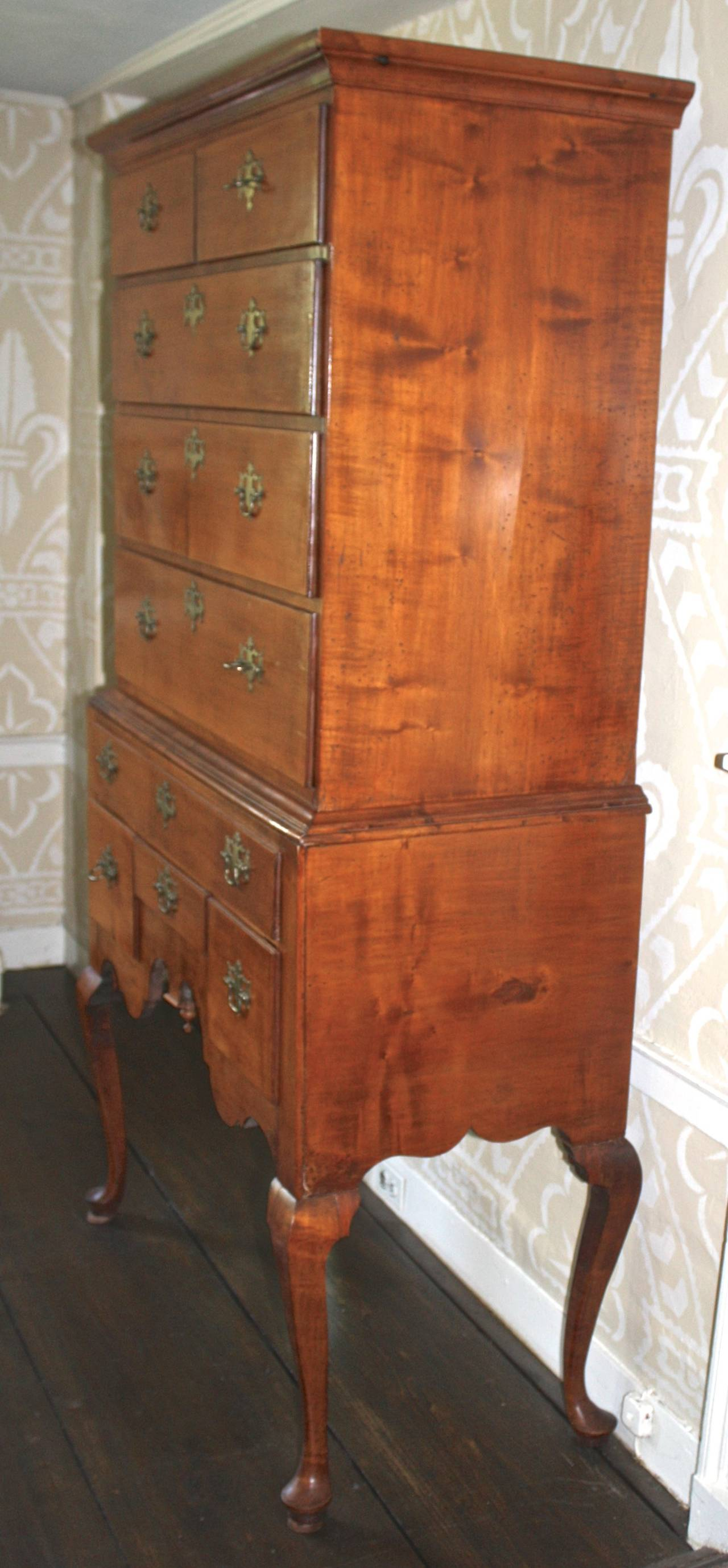 Hand-Carved Newport Queen Anne Tiger Maple Highboy - Christopher Townsend Shop For Sale