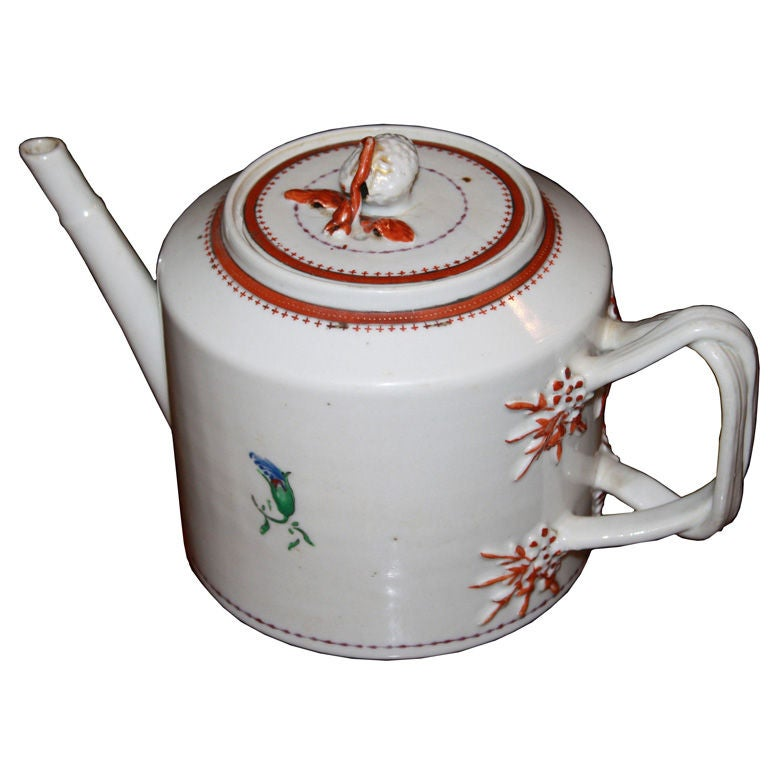 Chinese Export Porcelain 'Pineberry' Finial Teapot