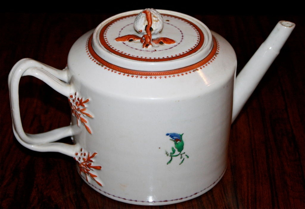 Chinese Export Porcelain 'Pineberry' Finial Teapot 2