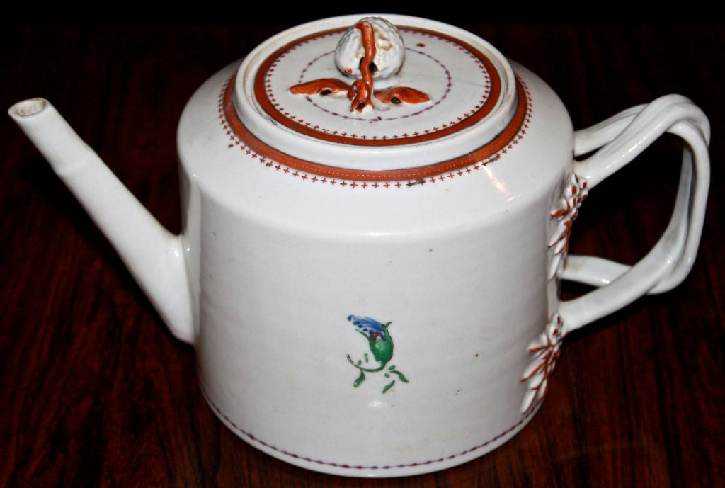 Chinese Export Porcelain 'Pineberry' Finial Teapot 3