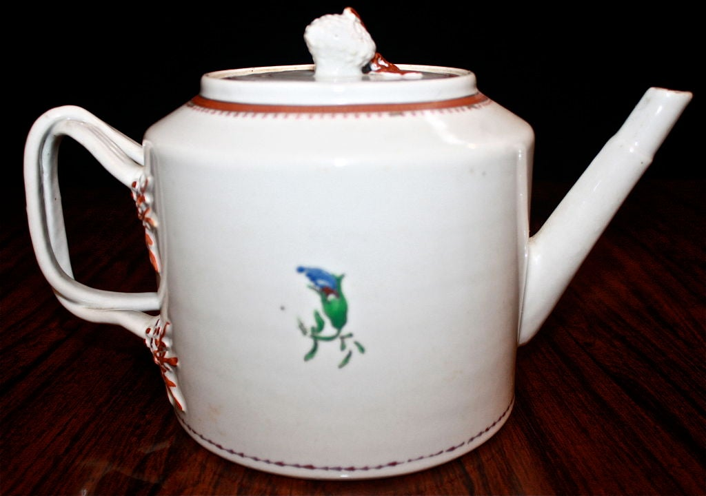 Chinese Export Porcelain 'Pineberry' Finial Teapot 9