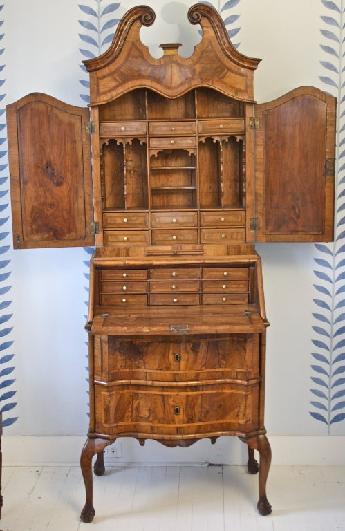 Italian rococo bureau secretaire at 1stdibs for Bureau secretaire