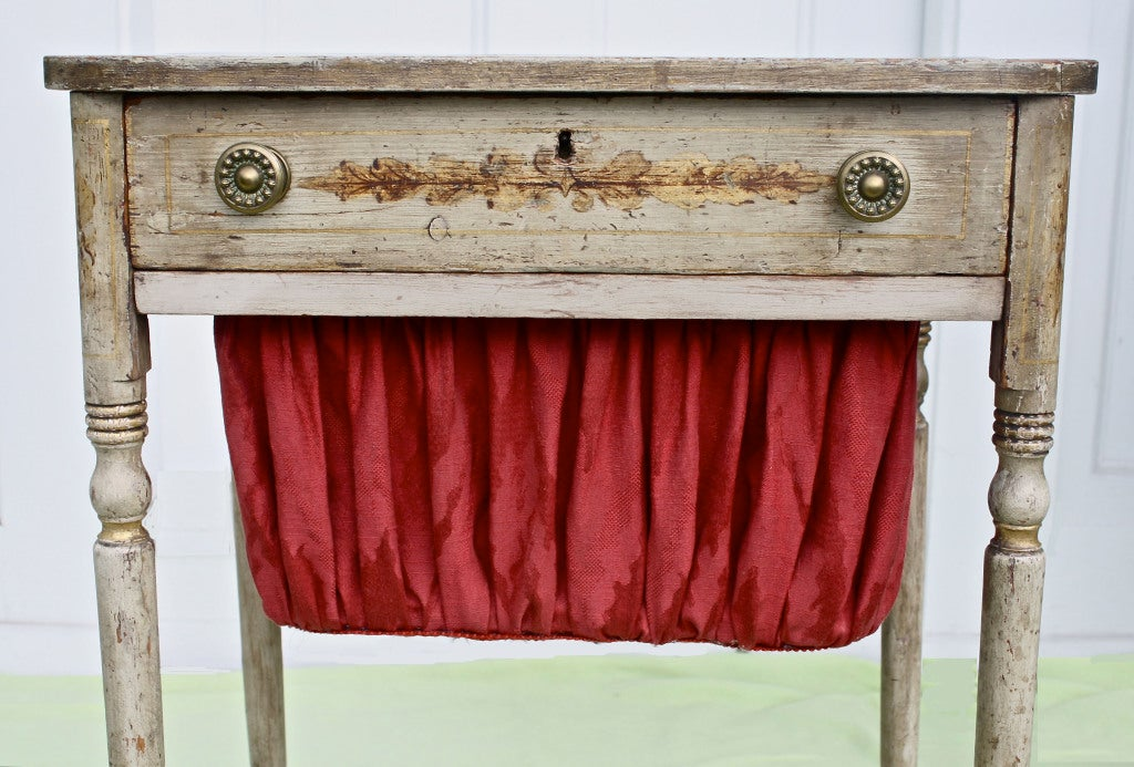 American Federal Japanned & Stenciled Needlework or Sewing Table For Sale 3