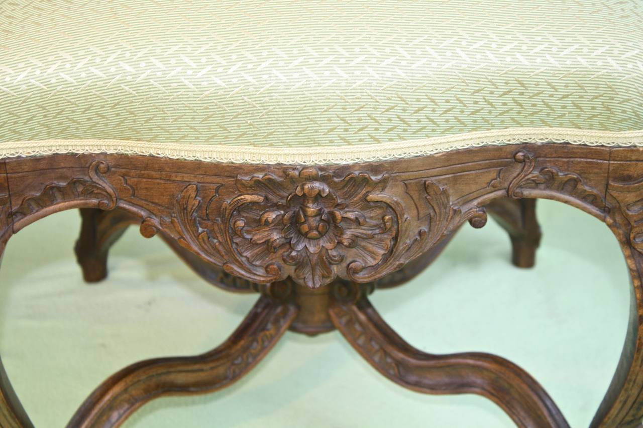 Louis XV Revival Court Tabouret In Excellent Condition For Sale In Woodbury, CT