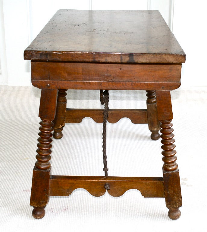 Spanish Baroque Walnut Table In Distressed Condition For Sale In Woodbury, CT
