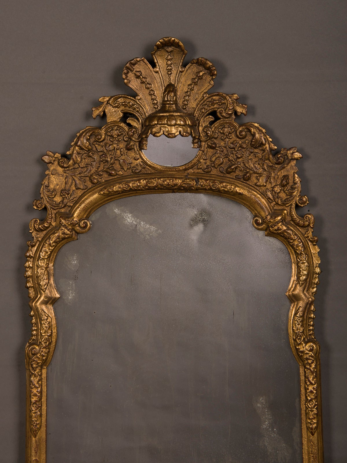 Receive our new selections direct from 1stdibs by email each week. Please click Follow Dealer below and see them first!  This elegant antique Italian mirror circa 1790 features a unique motif in the upper section known as a