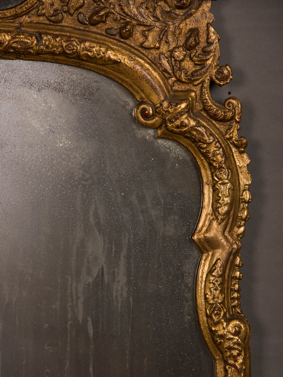 Antique Italian Neoclassical Gilded Mirror, circa 1790 In Excellent Condition For Sale In Houston, TX