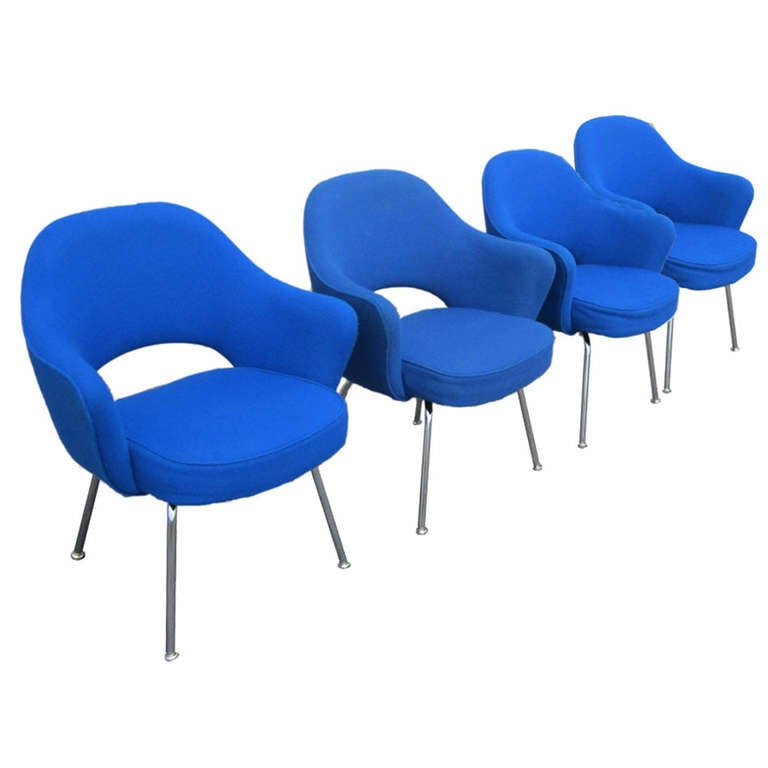 this eero saarinen for knoll blue executive arm chairs set of four is
