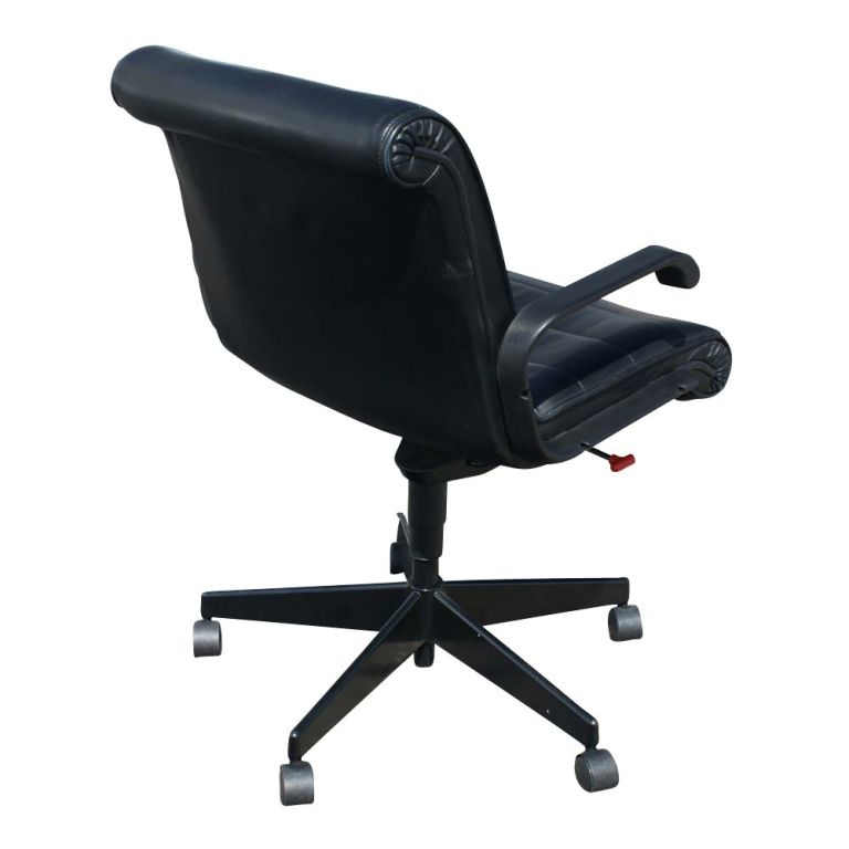 American Eight Richard Sapper For Knoll Executive Desk Chairs For Sale