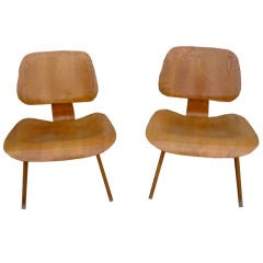 Pair Of Early Evans Ash Lounge Chairs By Charles & Ray Eames