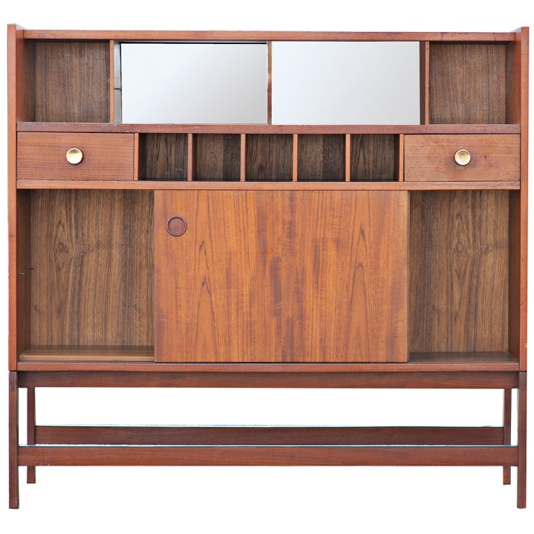 Mid century teak bar cabinet at 1stdibs for Best mid priced kitchen cabinets