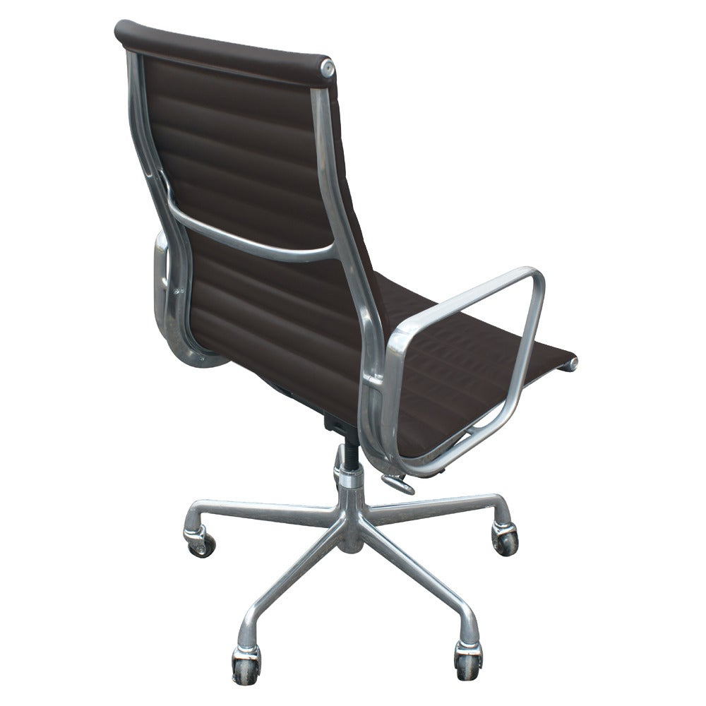 Mid-Century Modern One Eames For Herman Miller Executive Chair For Sale