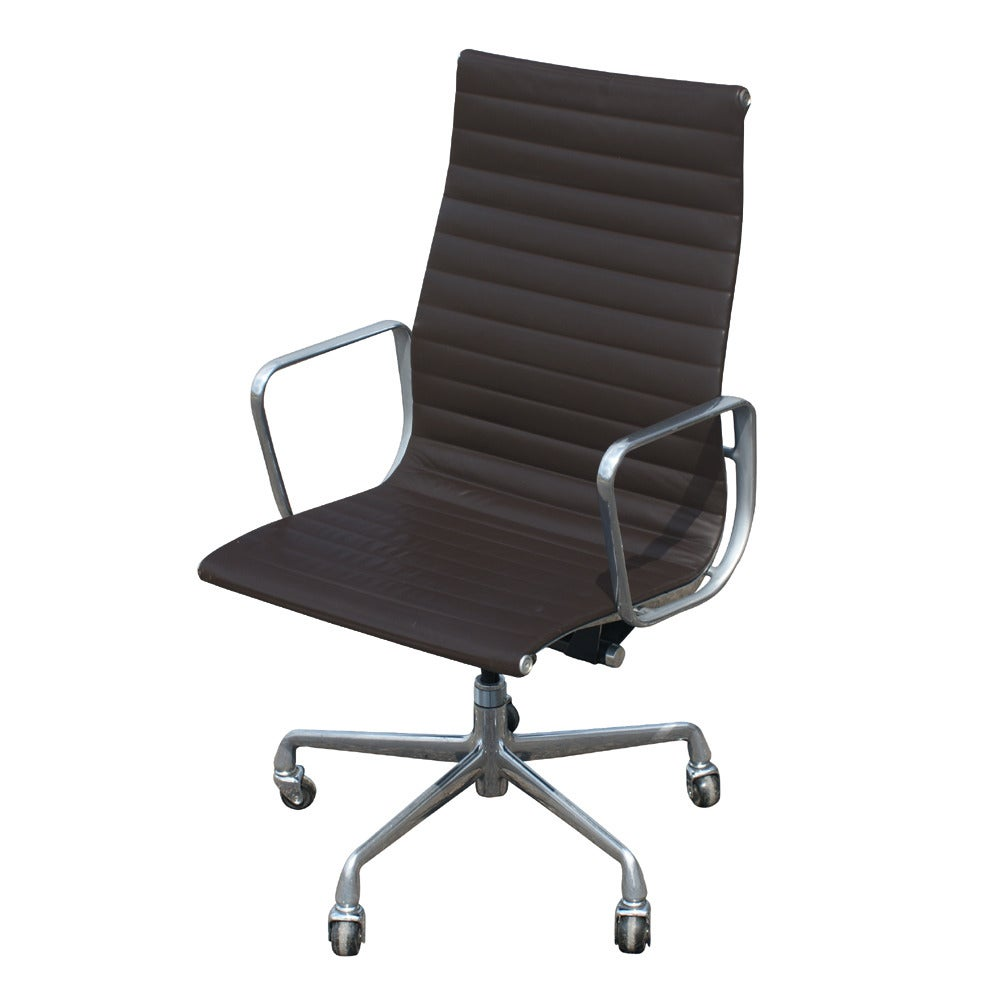 One Eames For Herman Miller Executive Chair In Good Condition For Sale In Pasadena, TX