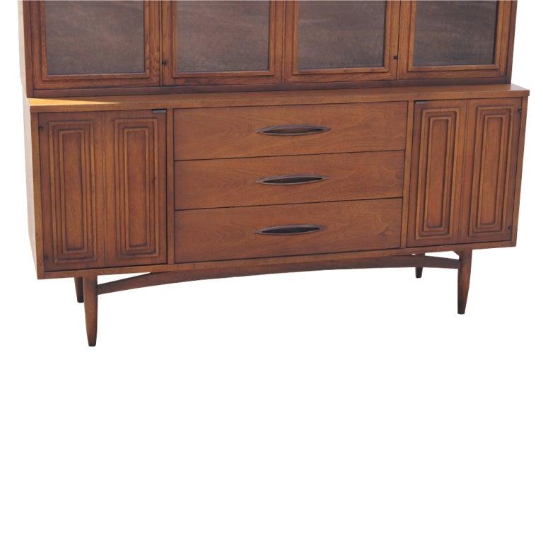Broyhill sculptra walnut china cabinet at 1stdibs for Broyhill american era bedroom furniture