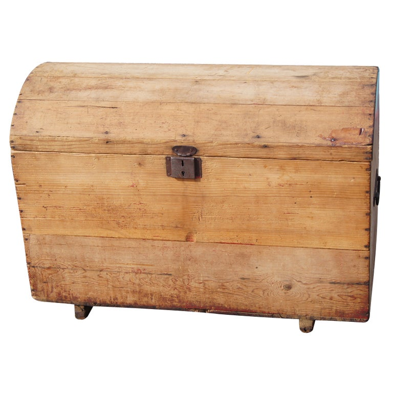 rustic wooden moroccan chest for sale at 1stdibs. Black Bedroom Furniture Sets. Home Design Ideas