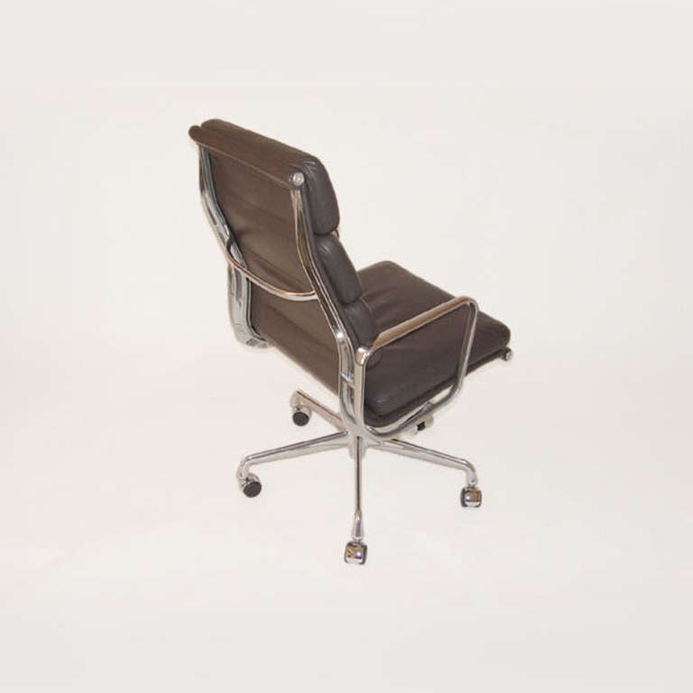 American Herman Miller Eames Executive Soft Pad Chair with Five Star Base For Sale