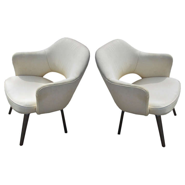 this eero saarinen for knoll executive arm chairs is no longer