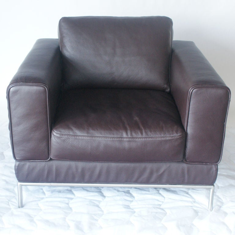 Mid-Century Modern Pair of Modern Brown Leather Lounge Chairs