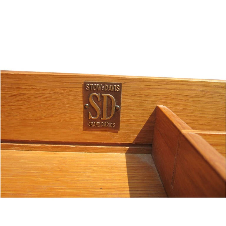 Vintage Stow Davis Desk with Ebonized Curved Top In Excellent Condition For Sale In Pasadena, TX