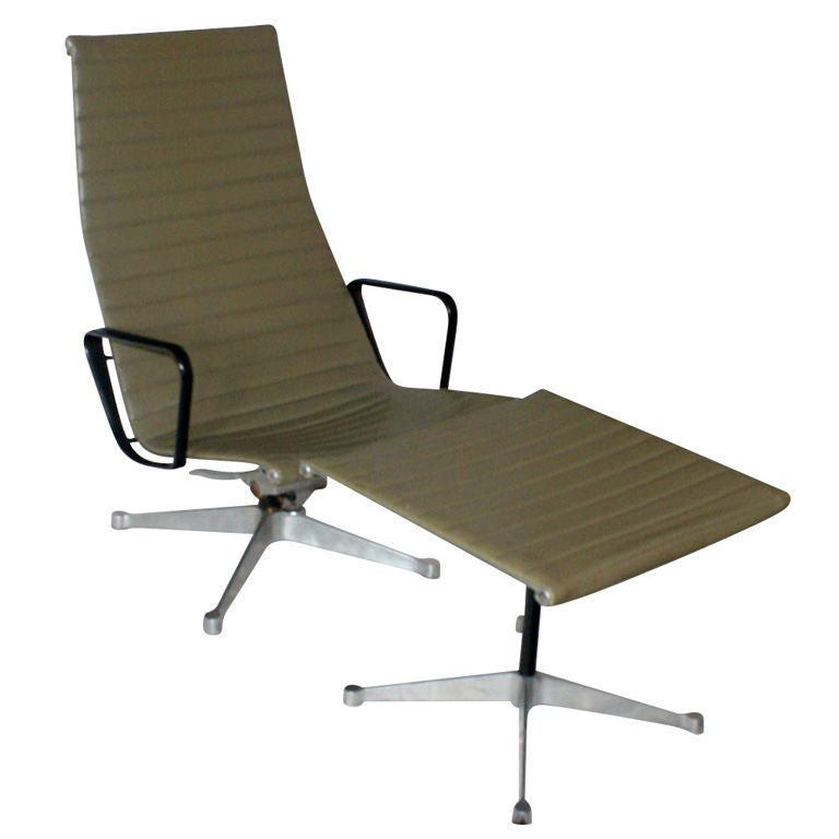 eames for herman miller aluminum group lounge chair and ottoman at 1stdibs. Black Bedroom Furniture Sets. Home Design Ideas