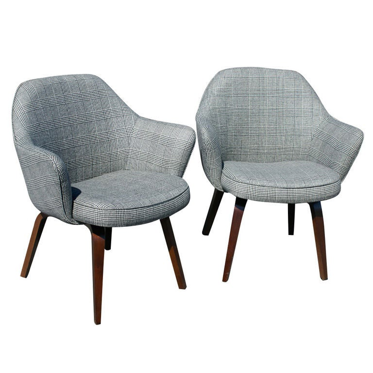 this eero saarinen for knoll early wooden leg arm chairs is no longer