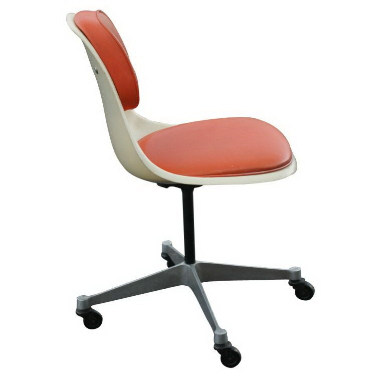 rare eames for herman miller fiberglass chair at 1stdibs. Black Bedroom Furniture Sets. Home Design Ideas