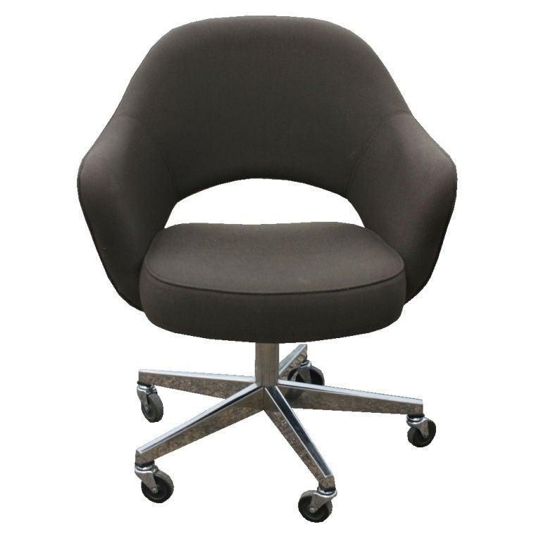 this twelve eero saarinen for knoll executive arm chairs is no longer