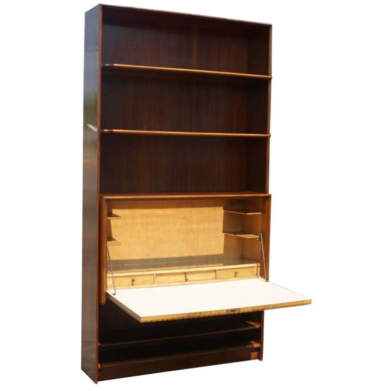 Mid Century Exotic Wood Bookcase with Hideaway Mini Bar In Good Condition For Sale In Pasadena, TX
