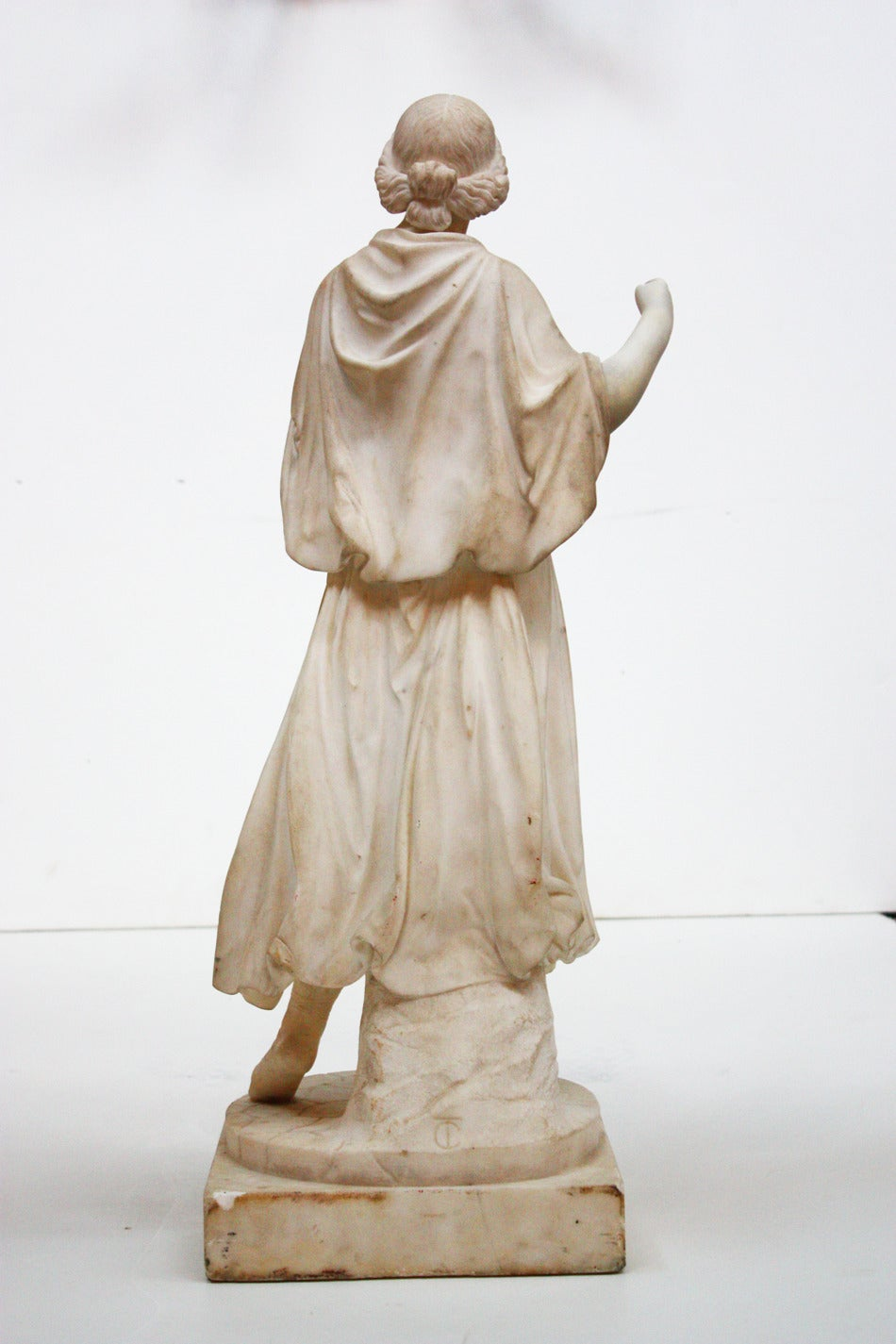 White Marble Statue : White marble sculpture of a woman at stdibs