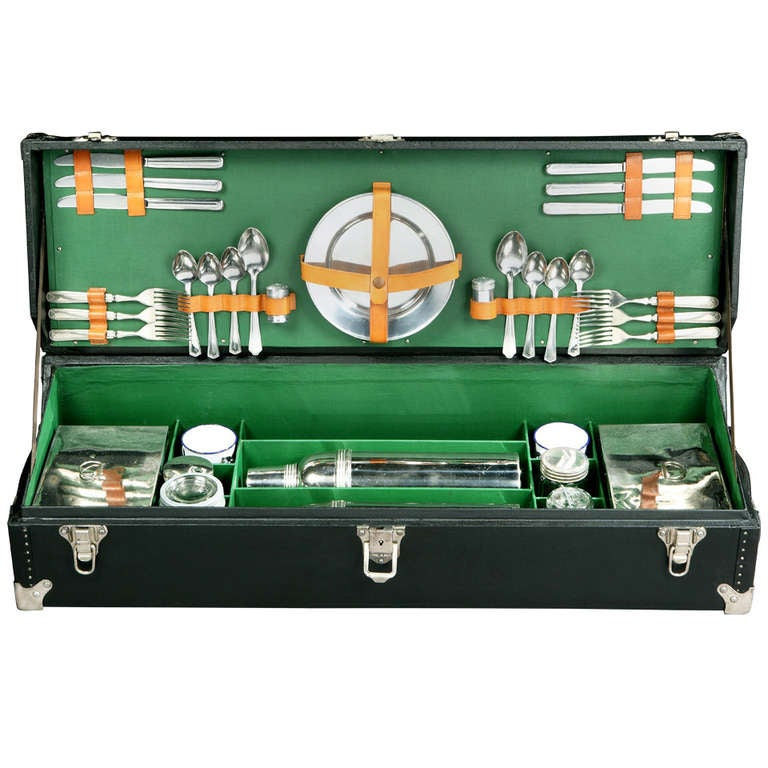 Automobile 'Running-Board' picnic trunk. For Sale