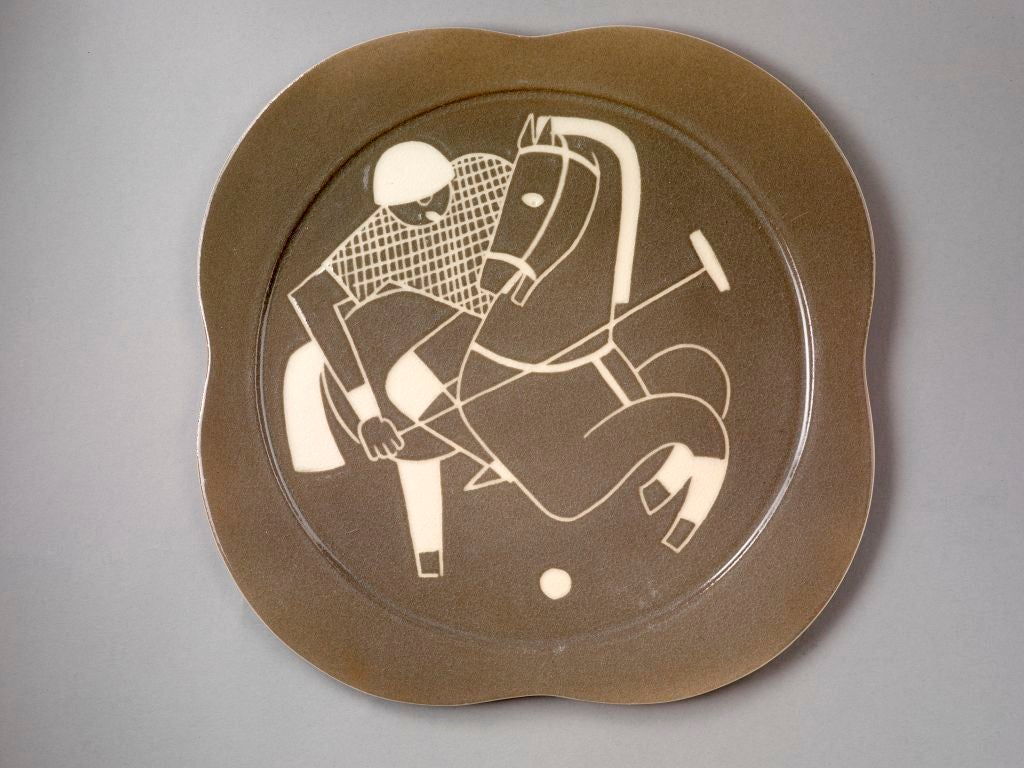 Sgraffito ceramic 'Polo' plates by Waylande Gregory In Excellent Condition For Sale In London, GB