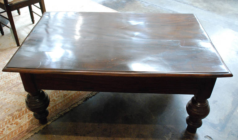 British Colonial Coffee Table In Excellent Condition For South Pasadena