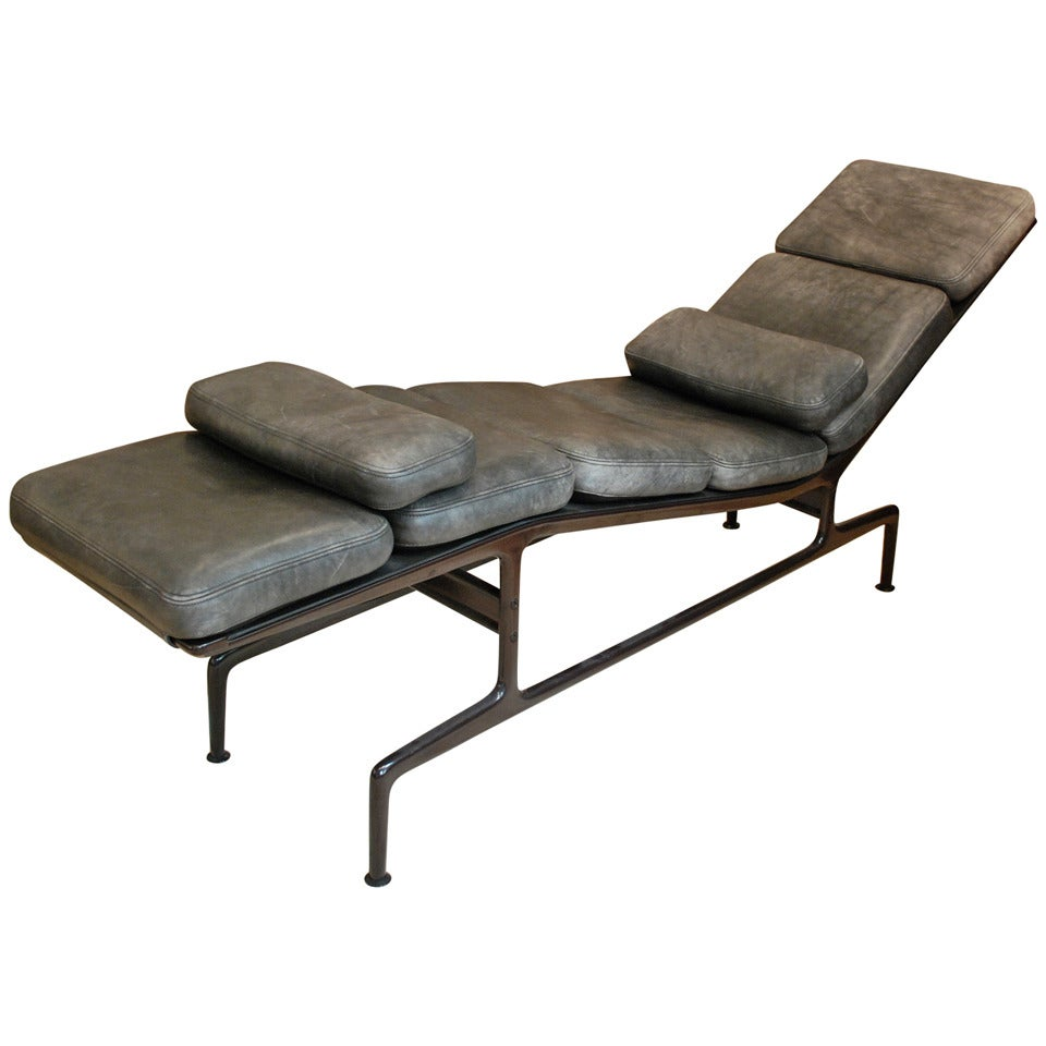 Billy wilder chaise by eames at 1stdibs for Eames chaise
